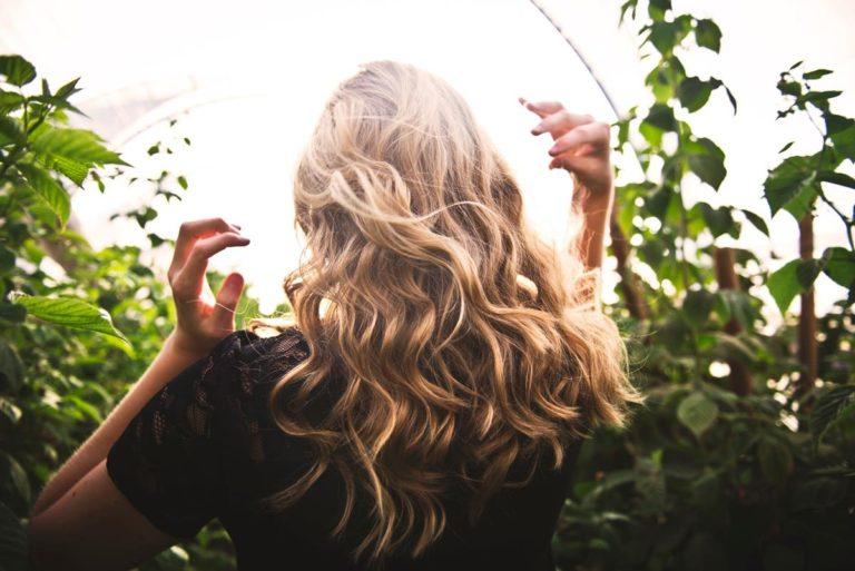 Henna to bezpieczna i trwała koloryzacja włosów