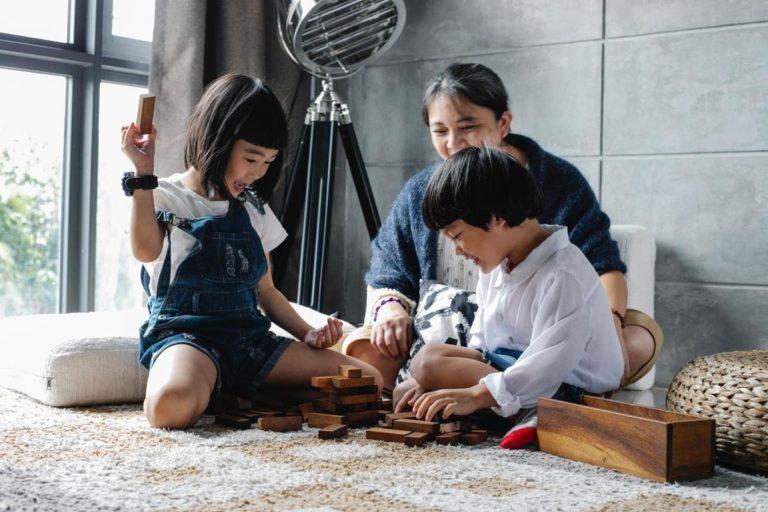 Dzieci nie potrzebują zbyt skomplikowanych zabawek